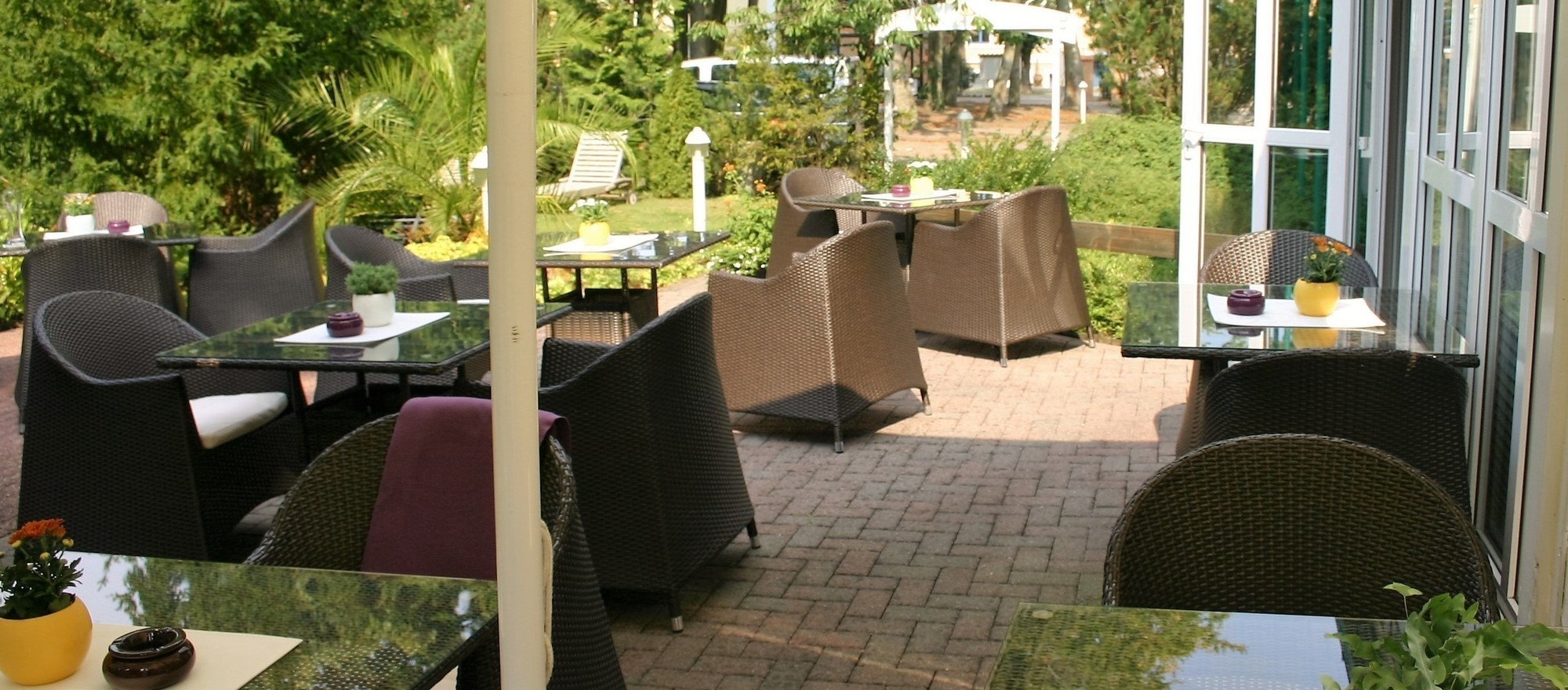 Terrace in the green of the 4-star hotel Ringhotel Villa Margarete in Waren