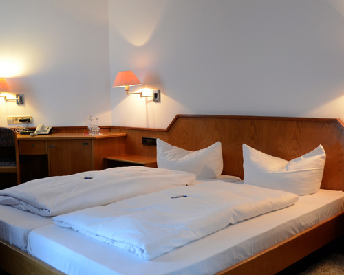 Located central and quiet, in the centre of Ochsenhausen the 3-star-superior hotel Ringhotel Mohren in Ochsenhausen