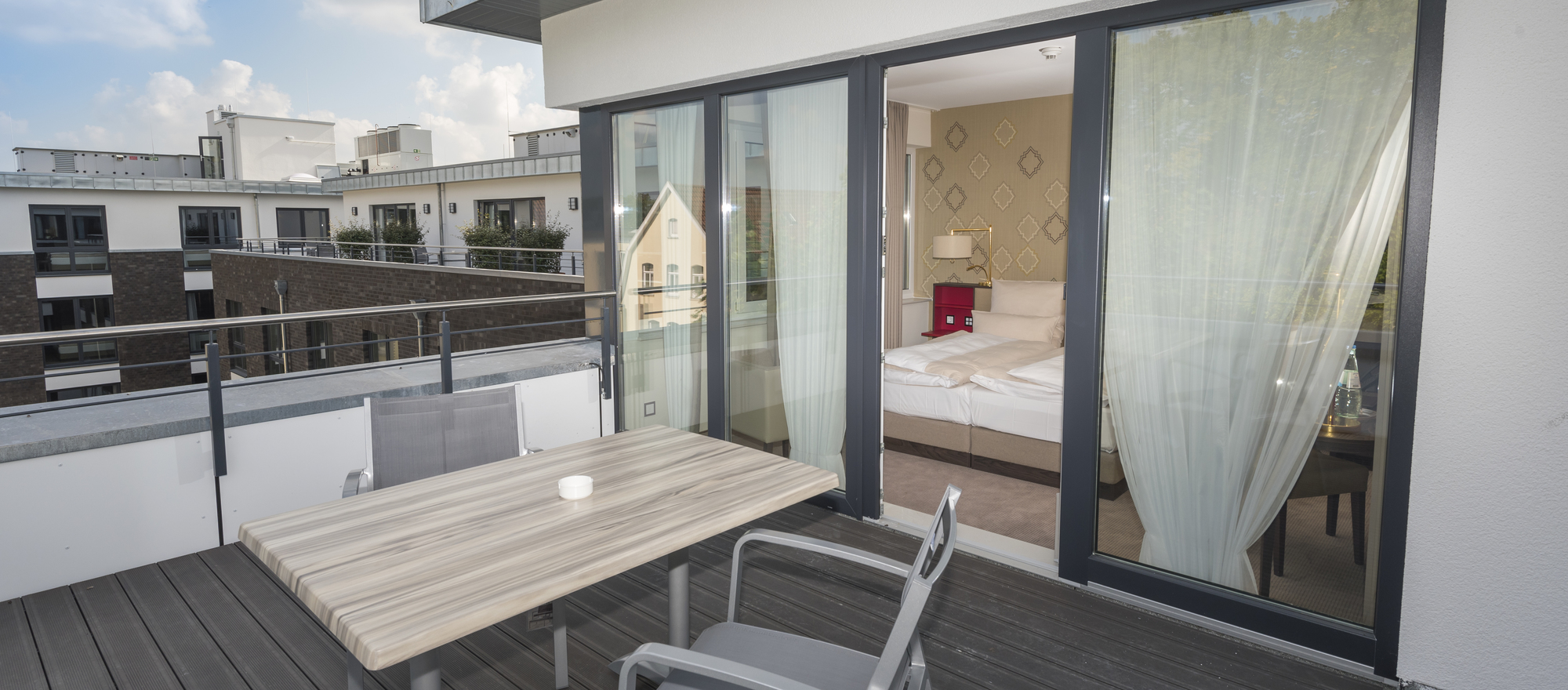 Beautiful hotel rooms with rooftop terrace at the Ringhotel Looken Inn in Lingen, 4-stars hotel in the Emsland