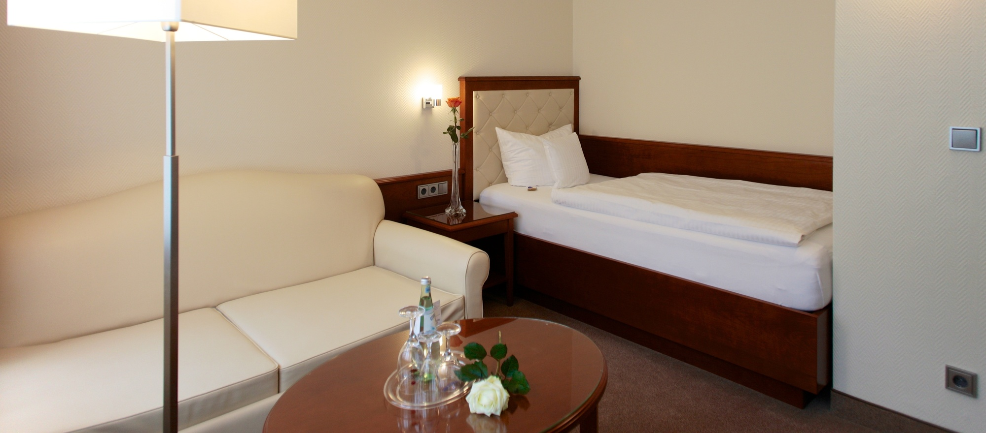 Combi single room: Double rom with two seperate sleeping rooms in the Ringhotel Faehrhaus in Bad Bevensen, 4-stars hotel in the Luneburg Heath region