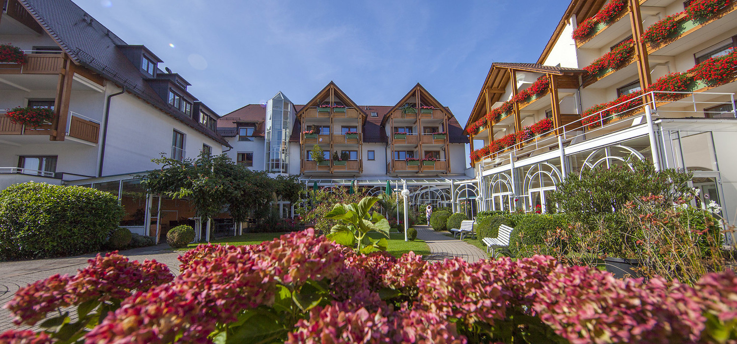 Located at the edge of Friedrichshafen, and surrounded by fruit orchards, the 4-star-superior hotel Ringhotel Krone in Friedrichshafen
