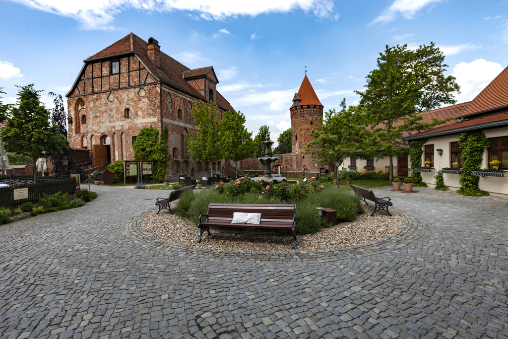 Exterior view of the 4-star hotel Ringhotel Schloss Tangermuende in Tangermuende