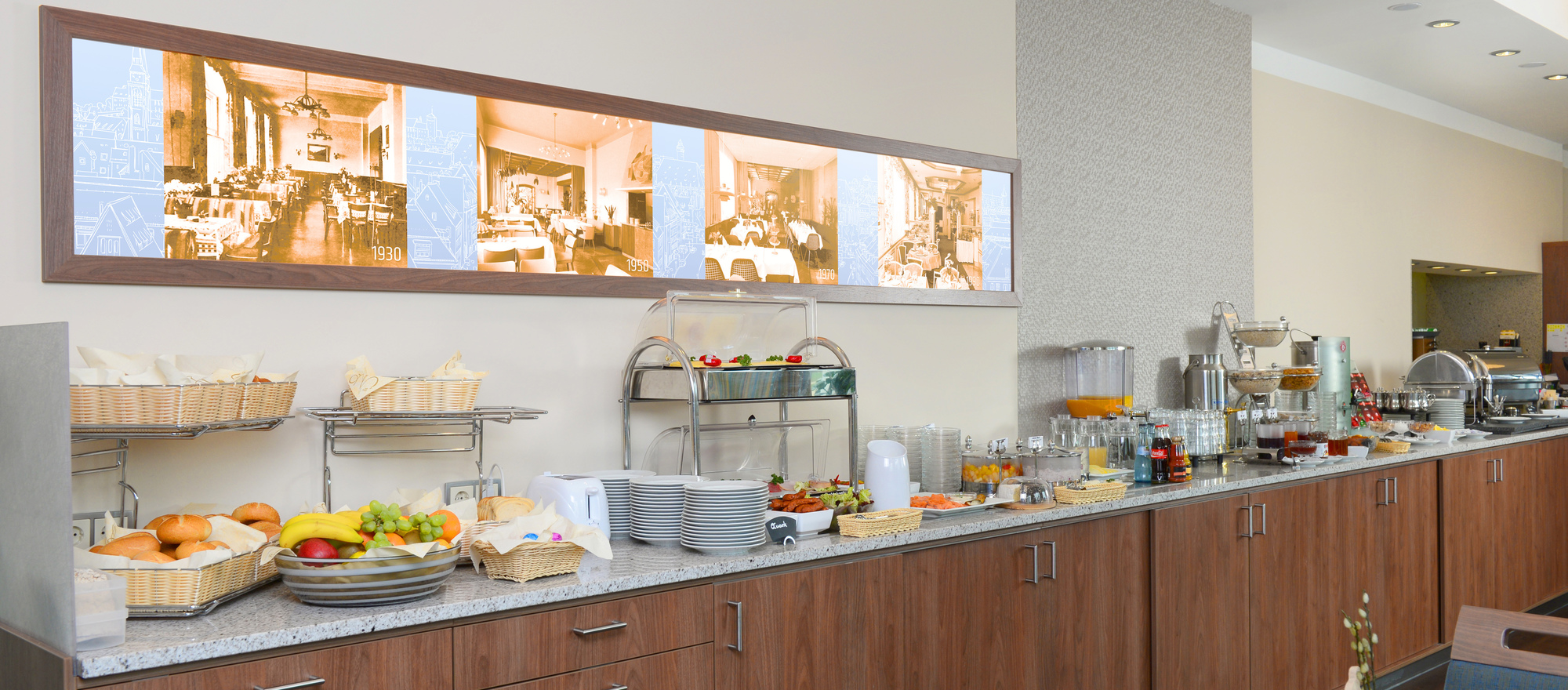 Enjoy a comprehensive breakfast buffet at the 4-star hotel Ringhotel Loew´s Merkur in Nuremberg