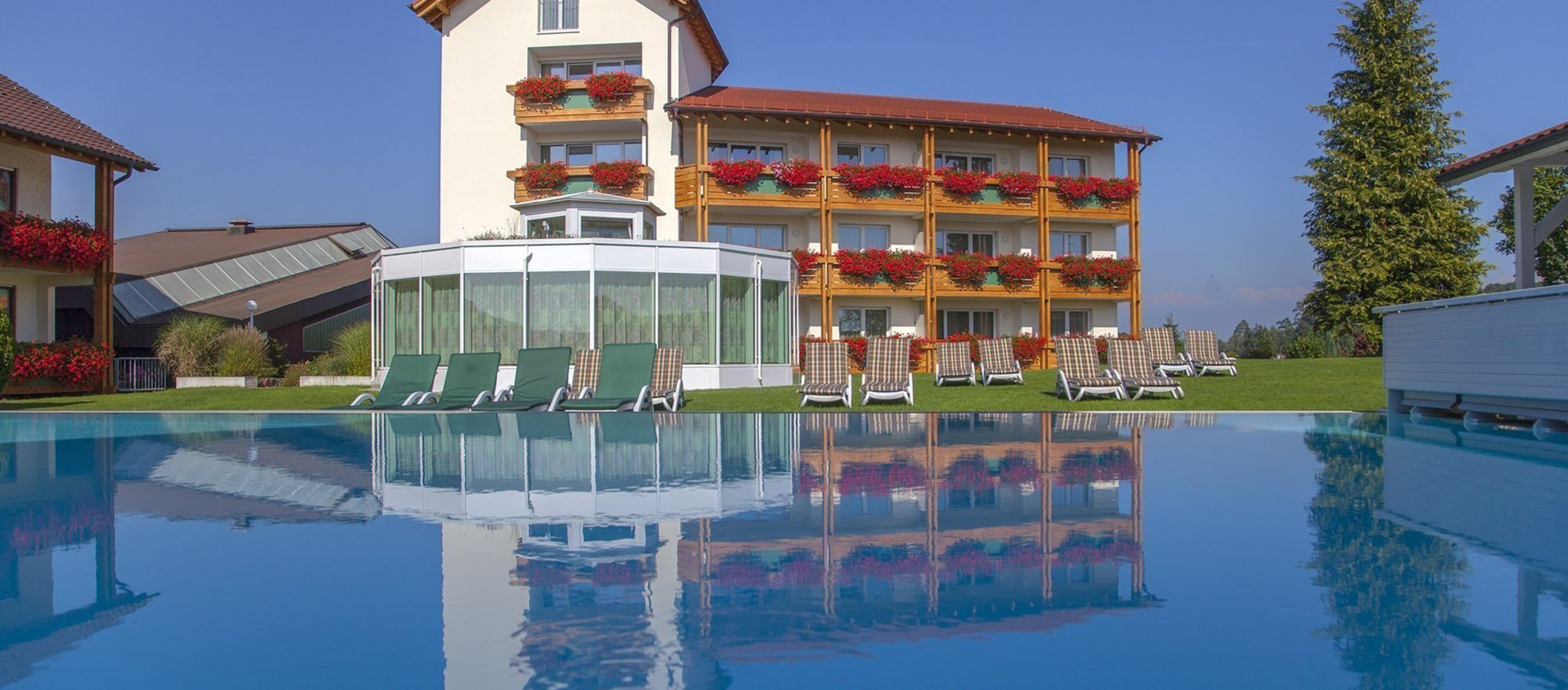 Open air swimming pool in the Ringhotel Krone in Friedrichshafen, 4 stars superior hotel at Lake Constance