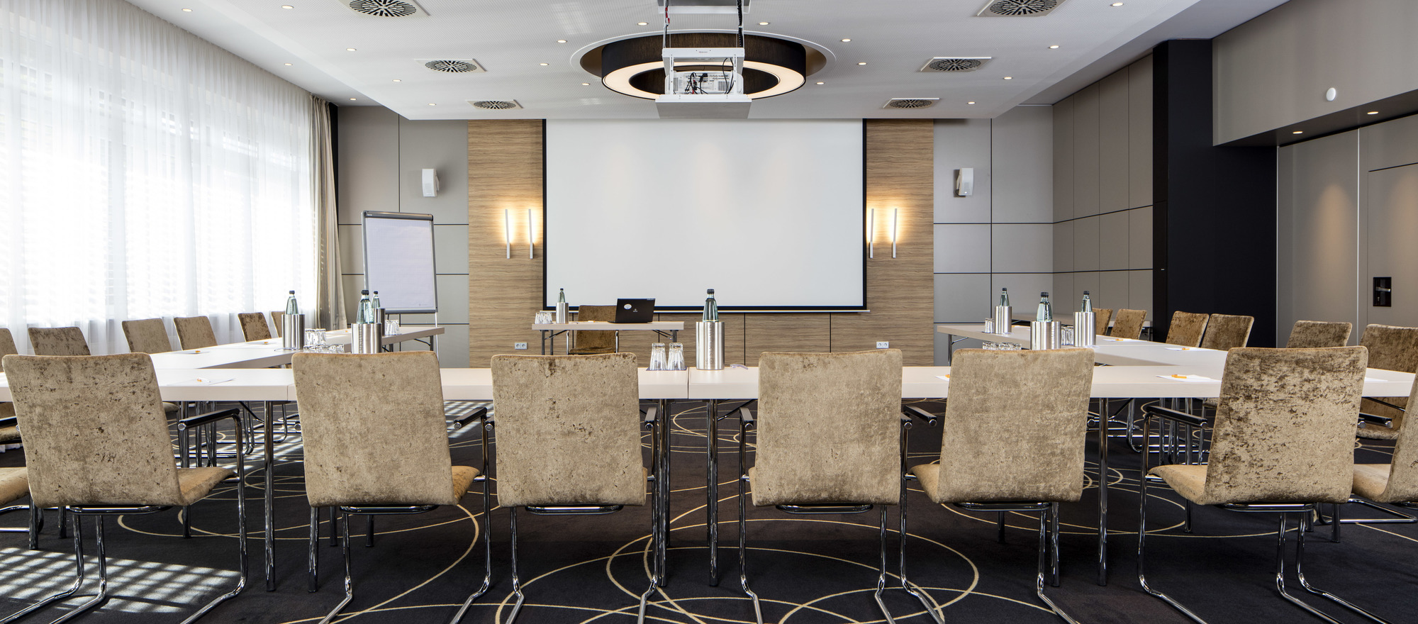 Modern equipped conference facilities and smooth service in the 4 star superior Hotel Ringhotel Waldschlösschen in Schleswig
