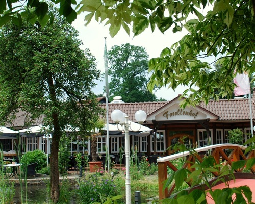 Exterior view with terrace of the Ringhotel Forellenhof in Walsrode, 4-stars Hotel in the Lueneburger Heide