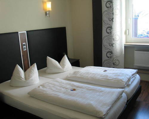 Modern and comfortable beds in the double rooms at the 3-star superior Ringhotel Park-Hotel in Saarlouis