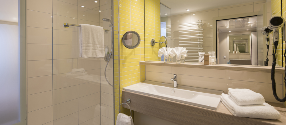 Newly renovated and modern: your bathroom at the Ringhotel Sonnenhof in Lautenbach, 4-stars Ringhotel in the Black Forest