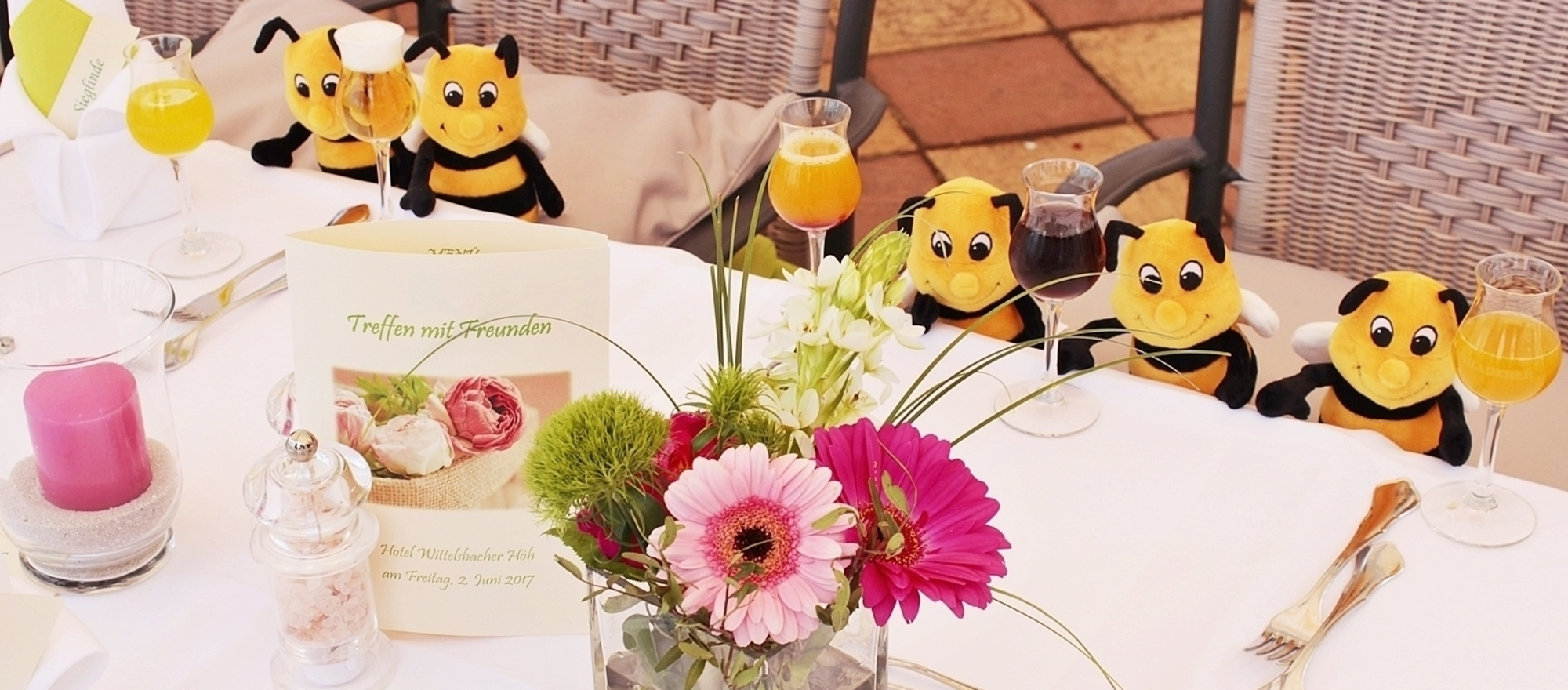 Ringhotels mascot Paul celebrates with friends in the 3-star-superior hotel Ringhotel Wittelsbacher Hoeh in Wuerzburg