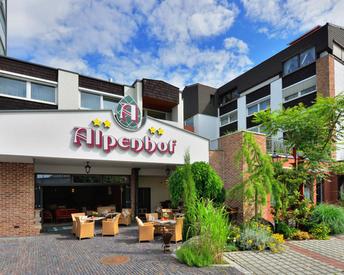 Entrance area with terrace at the Ringhotel Alpenhof in Augsburg, Swabia