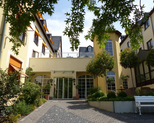 Entrance of the the 4-star hotel Ringhotel Nassau-Oranien in Limburg/Hadamar