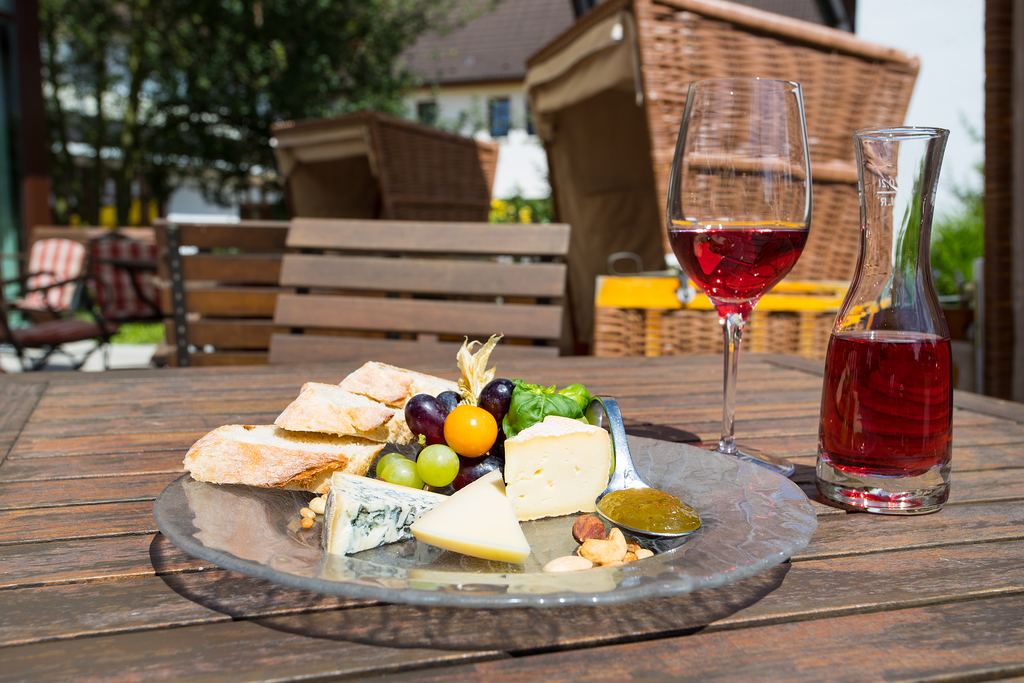 Enjoy the day with cheese and wine at the 4-star hotel Ringhotel Warnemuender Hof in Rostock-Warnemuende