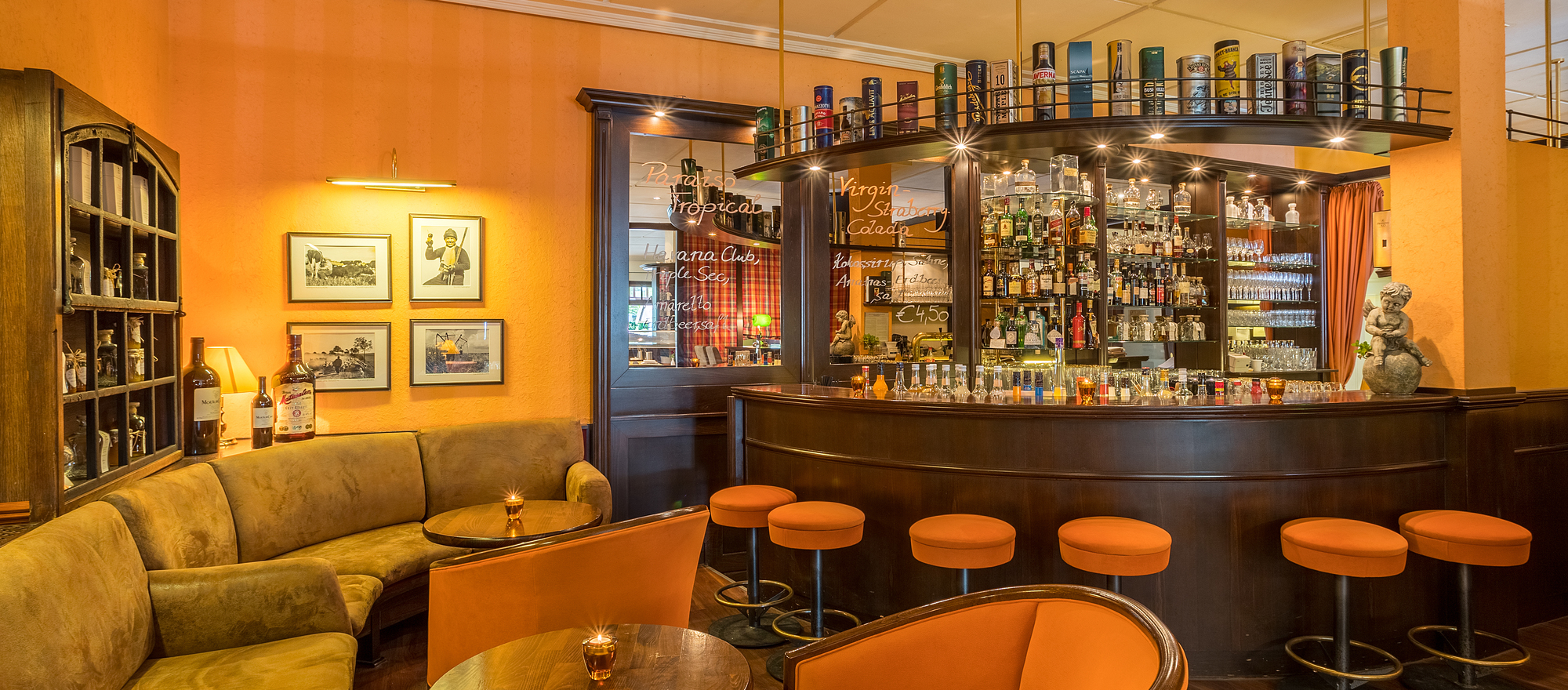Let the evening end in the cozy hotel bar in the the 4-star hotel Ringhotel Warnemuender Hof in Rostock-Warnemuende