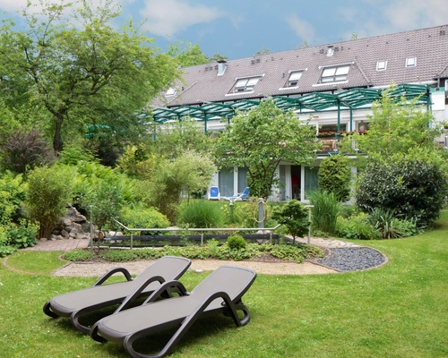 Garden with Kneipp basin and barefoot path at the 4-star hotel Ringhotel Faehrhaus in Bad Bevensen