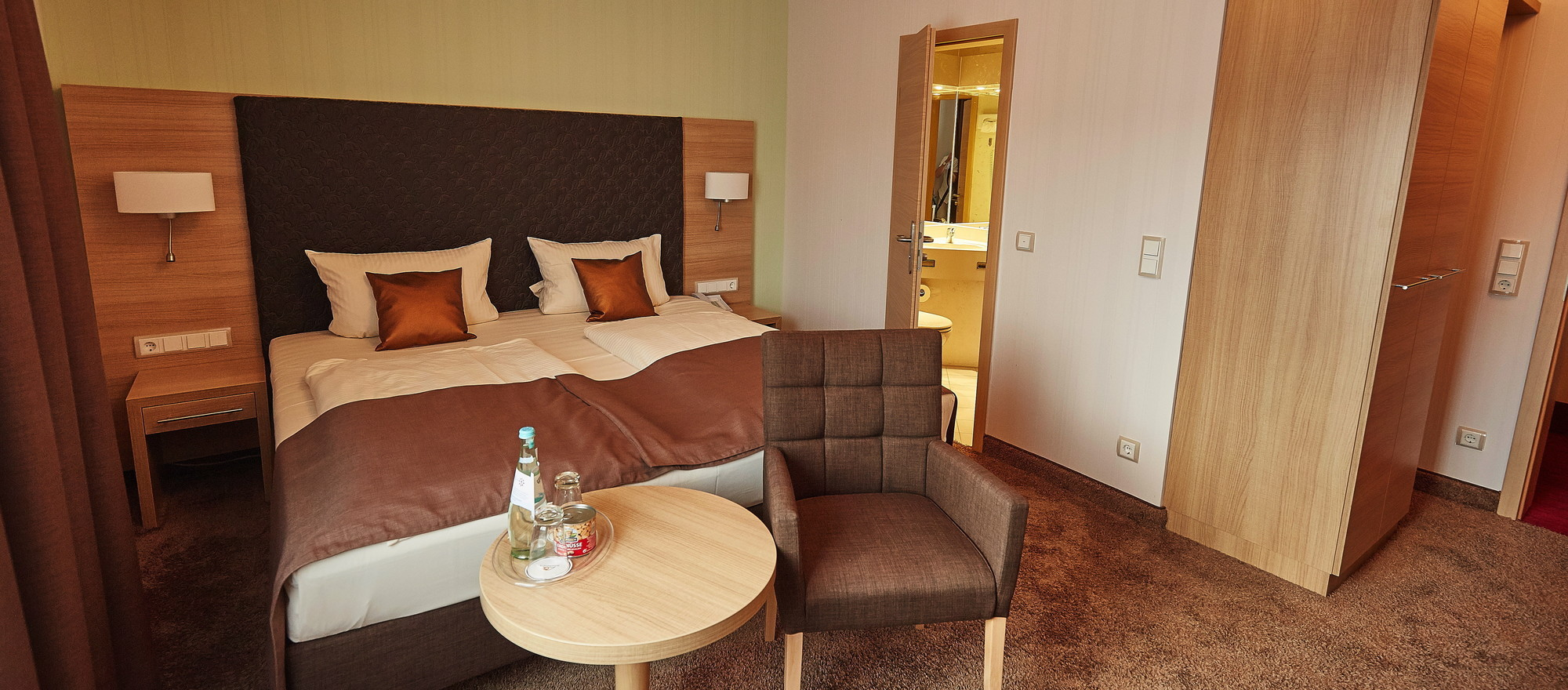 Modern and tasteful designed rooms at the Ringhotel Central in Ruedesheim, 3-star-superior hotel in the Rhine-Main-Area