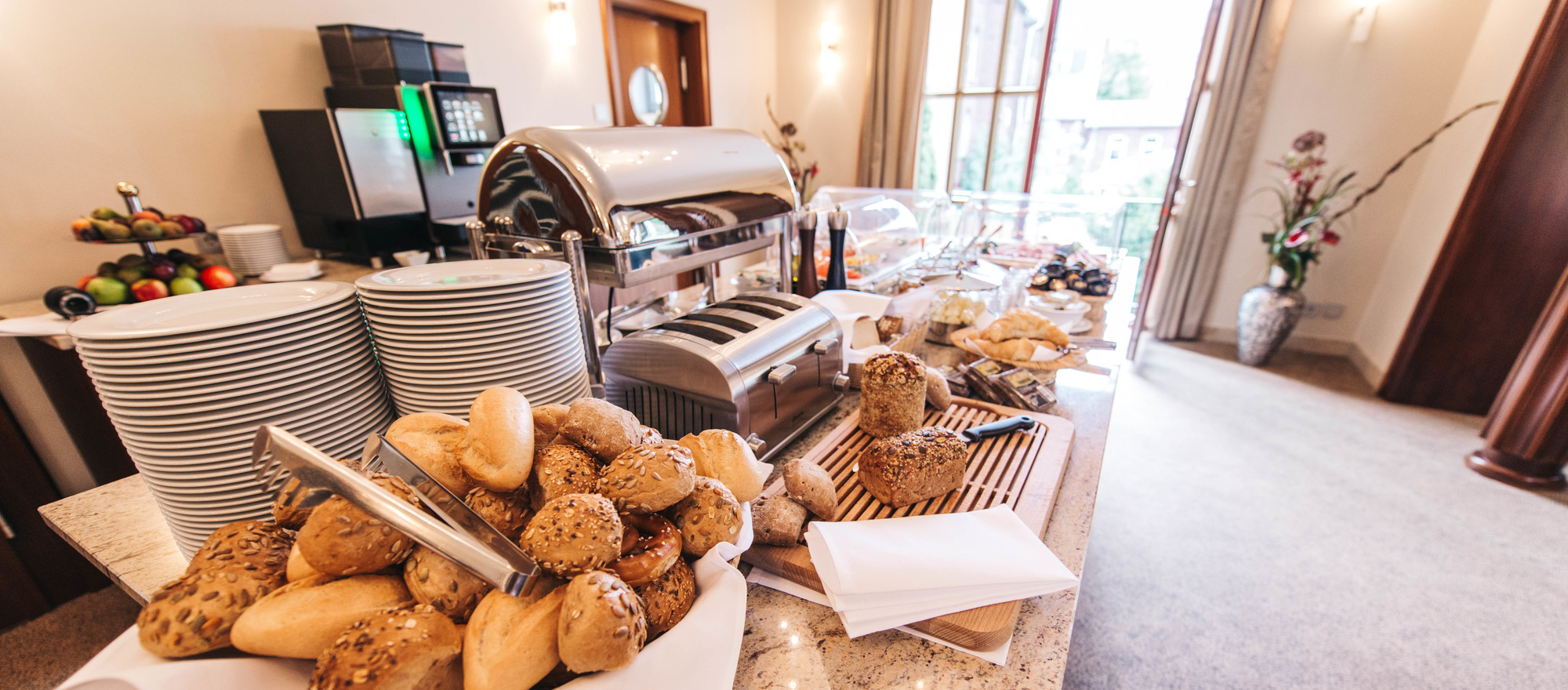 A rich breakfast buffet awaits you at the 4-star hotel Ringhotel Kocks at Muehlenberg garni in Muelheim
