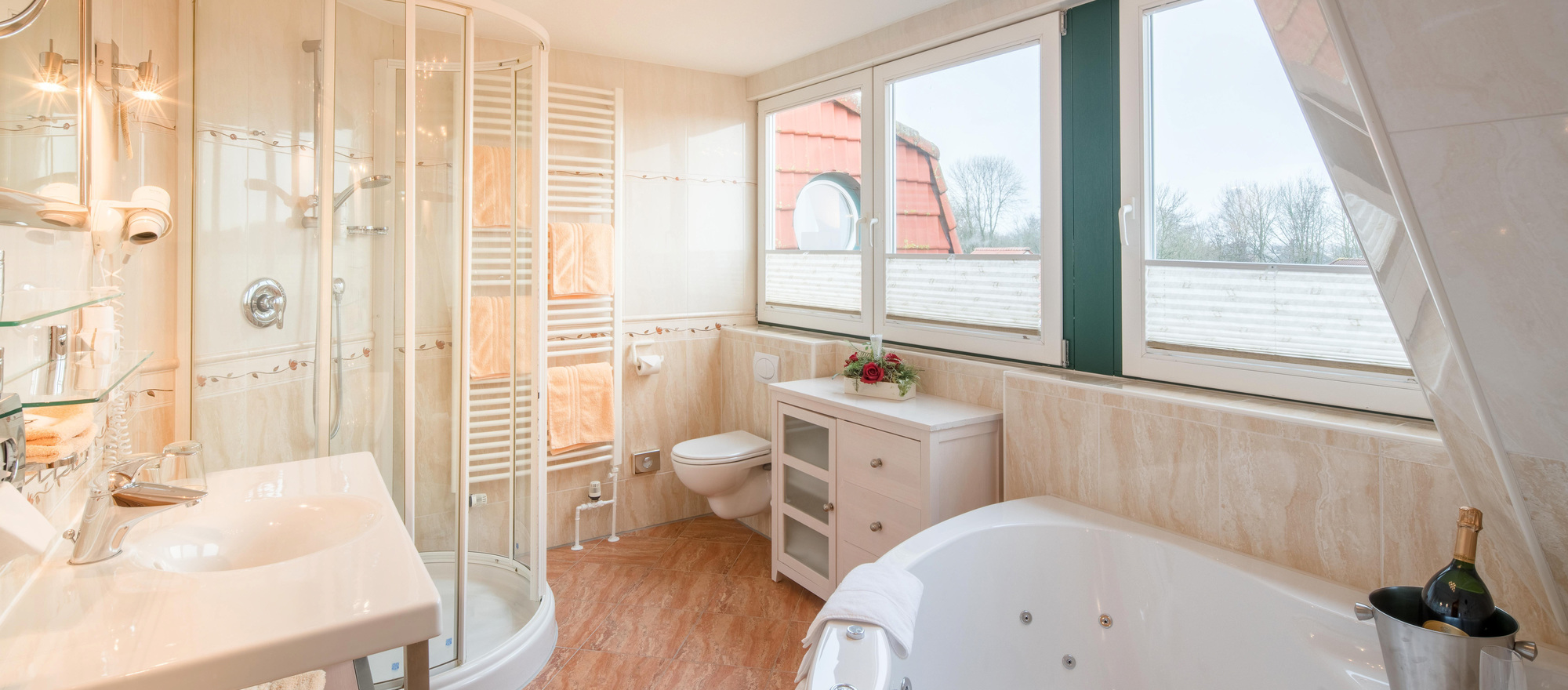 Modern and spacious bathroom in the suite of the 4-star hotel Ringhotel Altes Zollhaus in Horumersiel