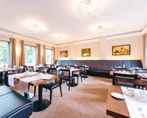 Breakfast restaurant at the 4-star hotel Ringhotel Kocks at Muehlenberg garni in Muelheim