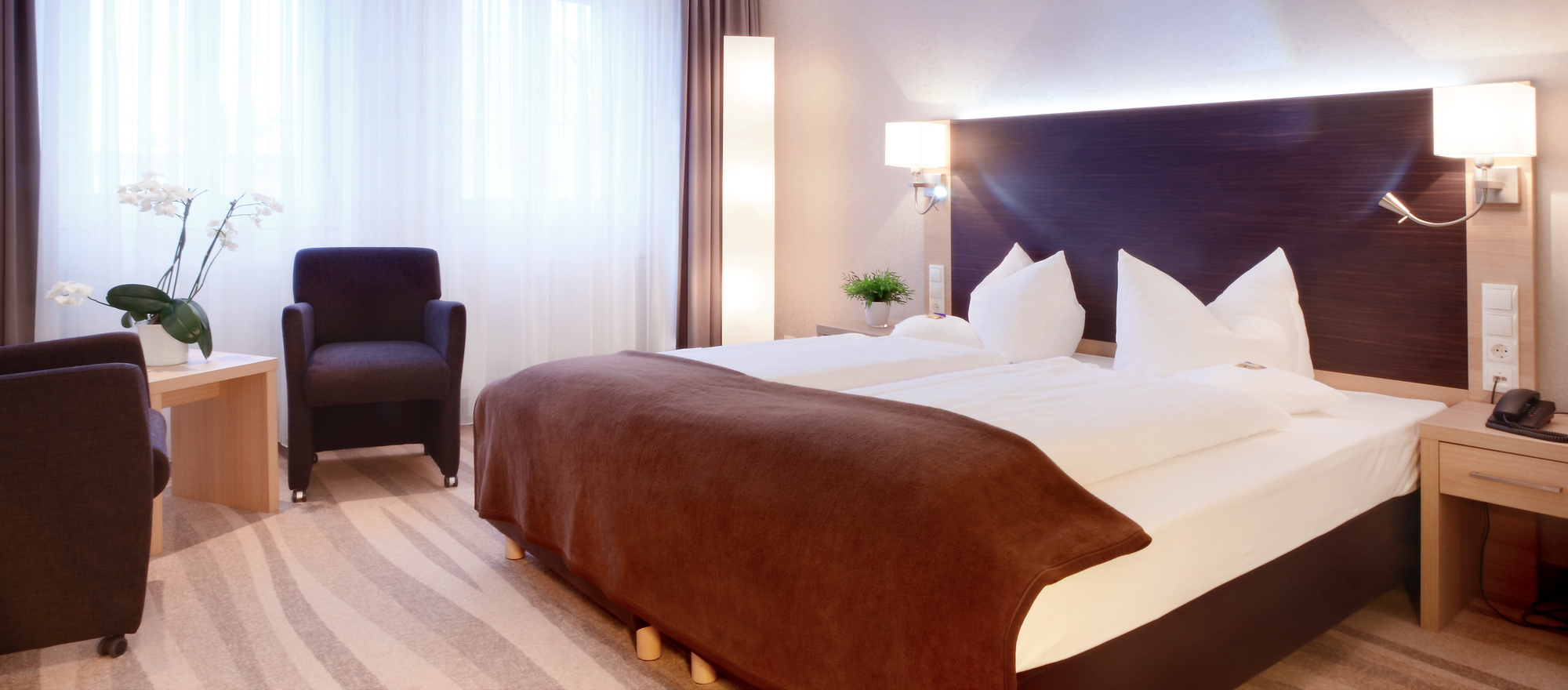 Modern tasteful designed comfort rooms at the 4-star hotel Ringhotel Loew´s Merkur in Nuremberg