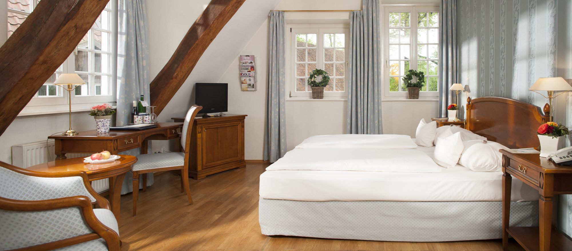 Spacious rooms with wood at the 4-star-superior hotel Ringhotel Landhaus Eggert in Muenster