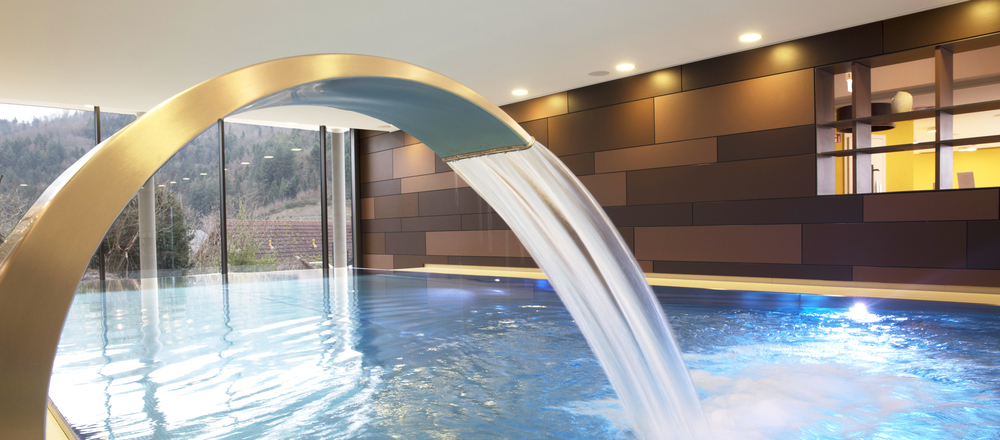 Enjoy a wonderful view of the Renchtal valley in the panorama pool in the Ringhotel Sonnenhof in Lautenbach, 4-stars Ringhotel in the Black Forest