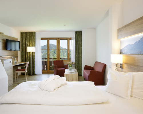 Cozy comfort double room with mountain view and balcony at the 4-star hotel Ringhotel Ferienhotel Nebelhornblick in Oberstdorf