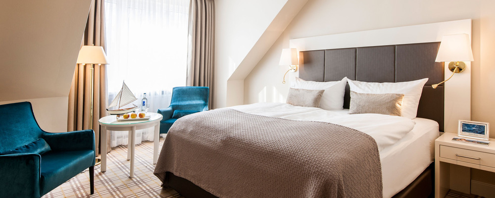 Comfortable, wide double bed ensures restful sleep in the 4-star hotel Ringhotel Birke in Kiel
