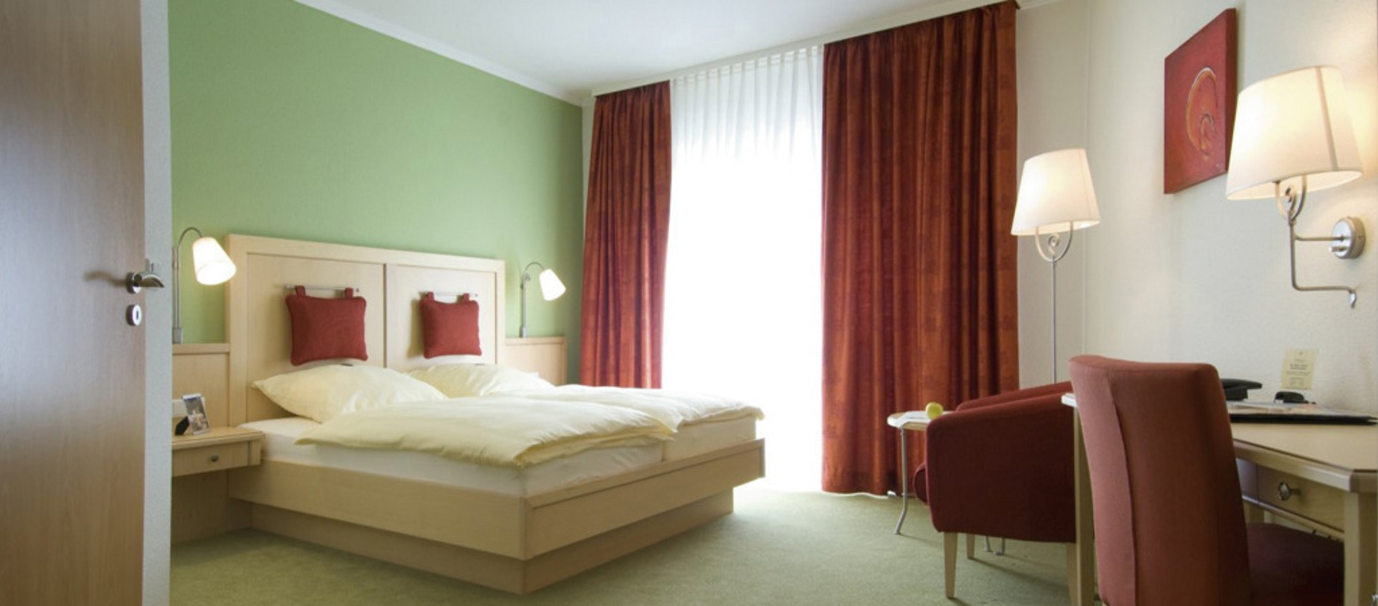 Tasteful furnished rooms in different colours at the 4-star hotel Ringhotel Appelbaum in Guetersloh