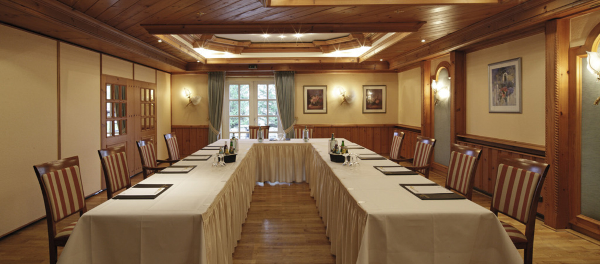 Noble event room at the 3-star hotel Ringhotel Germanenhof in Steinheim-Sandebeck