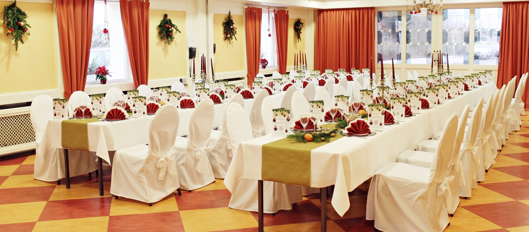 The perfect location for candle light-dinner or wedding-celebrations with family at the 3-star-superior hotel Ringhotel Wittelsbacher Hoeh in Wuerzburg