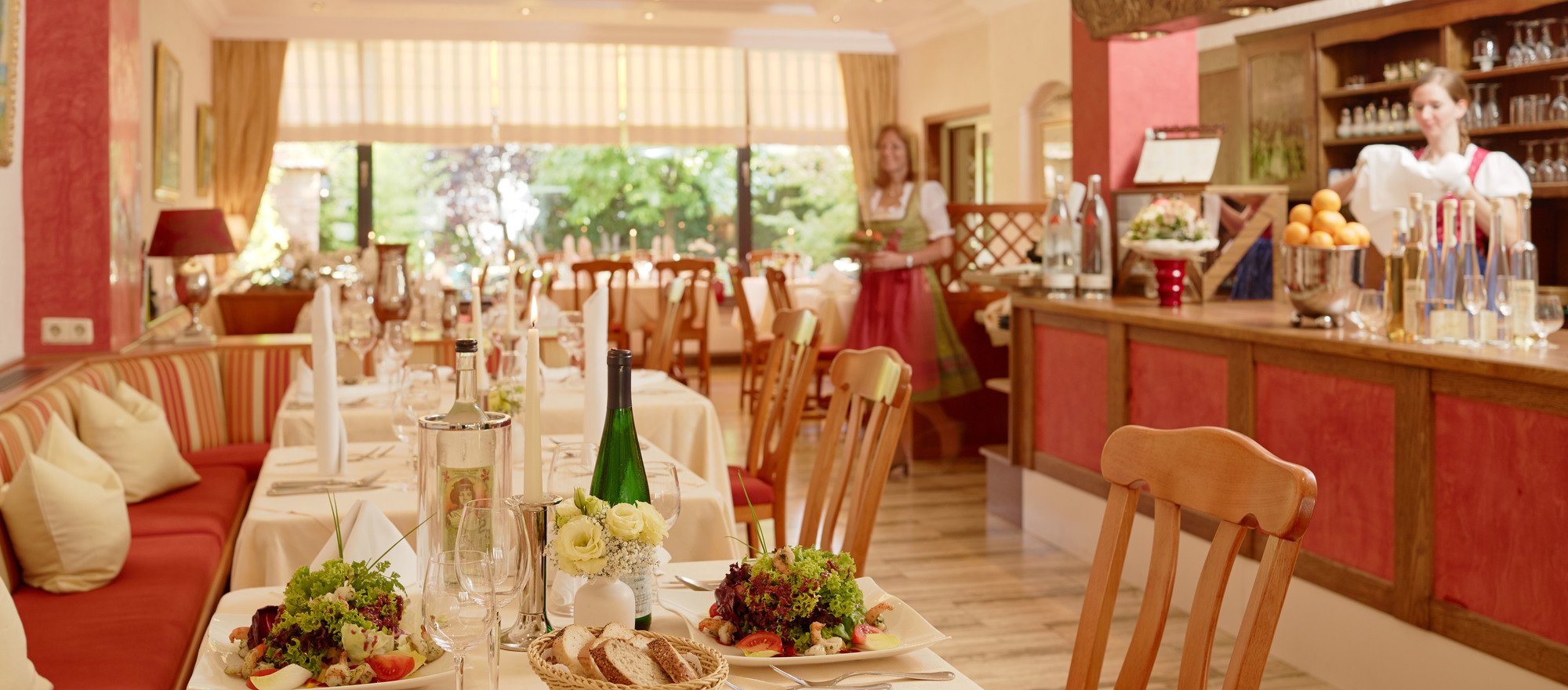 The restaurant of the 3-star-superior hotel Ringhotel Boemers Moselland in Alf/Mosel features seasonal and regional dishes