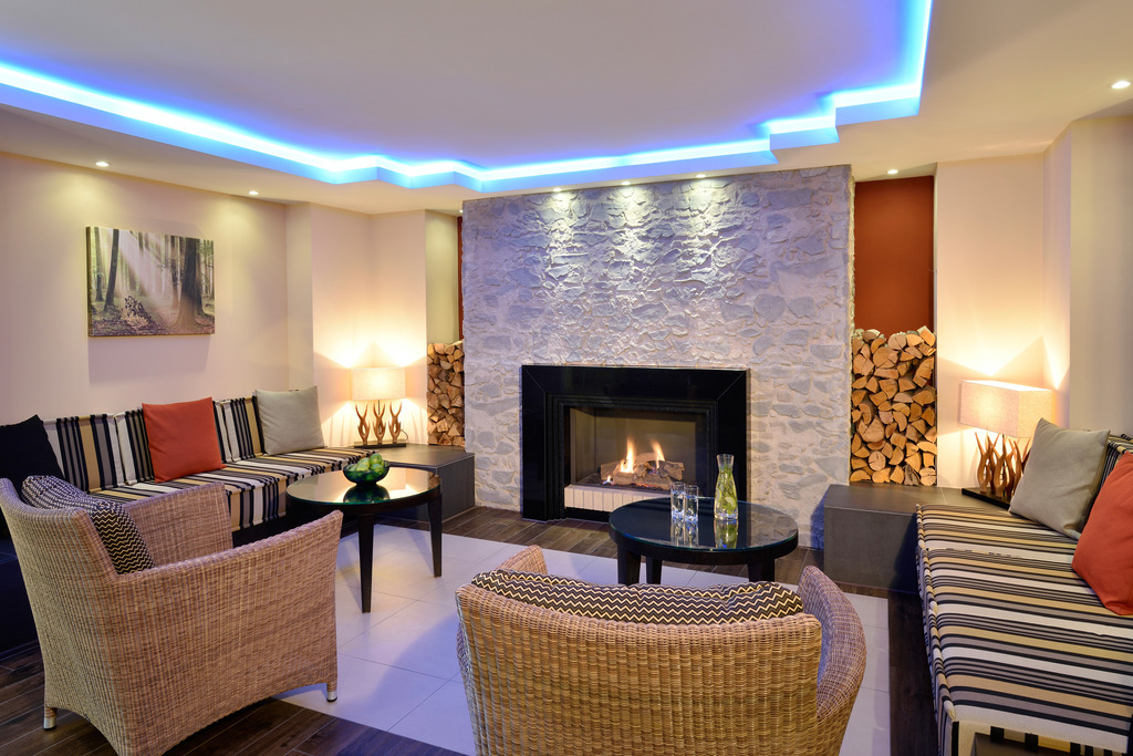 Seating area at the fireplace in the 4-star hotel Ringhotel Koehlers Forsthaus in Aurich