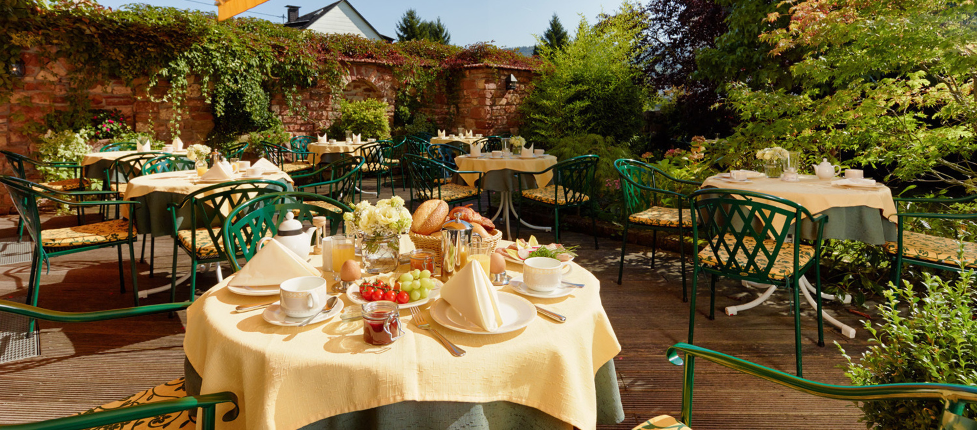 Outdoor breakfast at the terrace of the idyllic hotel garden in the 3-star-superior hotel Ringhotel Boemers Moselland in Alf/Mosel