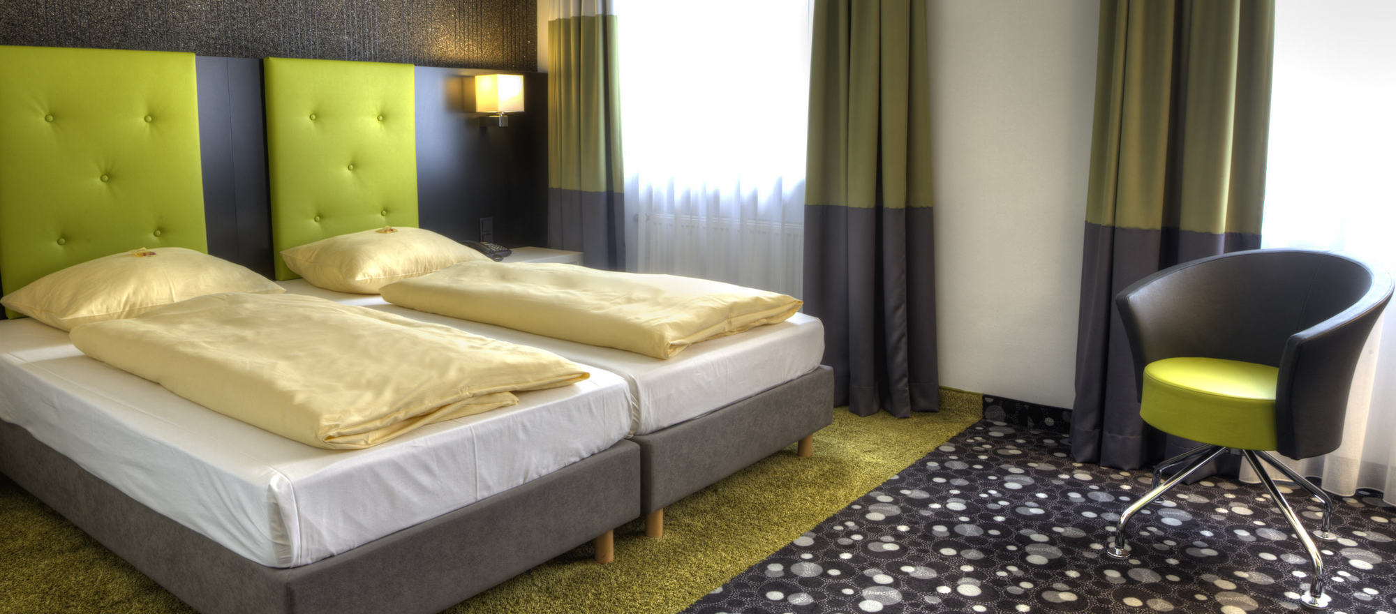 Standard double room beautiful color designed in the 3-star-superior hotel Ringhotel Reubel in Nuremberg-Zirndorf