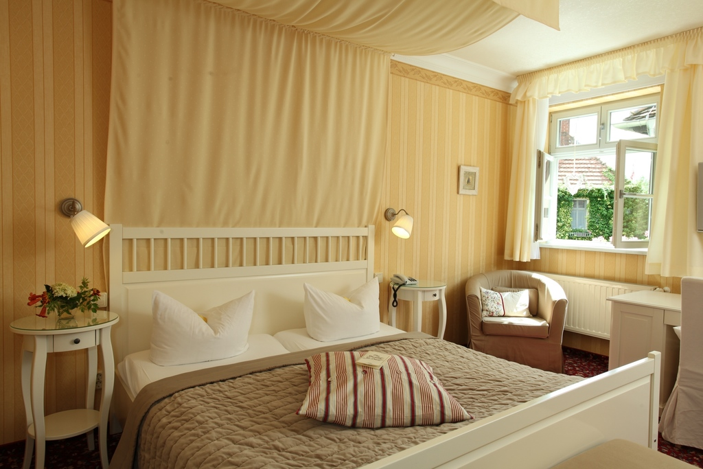 Romantic atmosphere at the 4-star hotel Ringhotel Schloss Tangermuende in Tangermuende