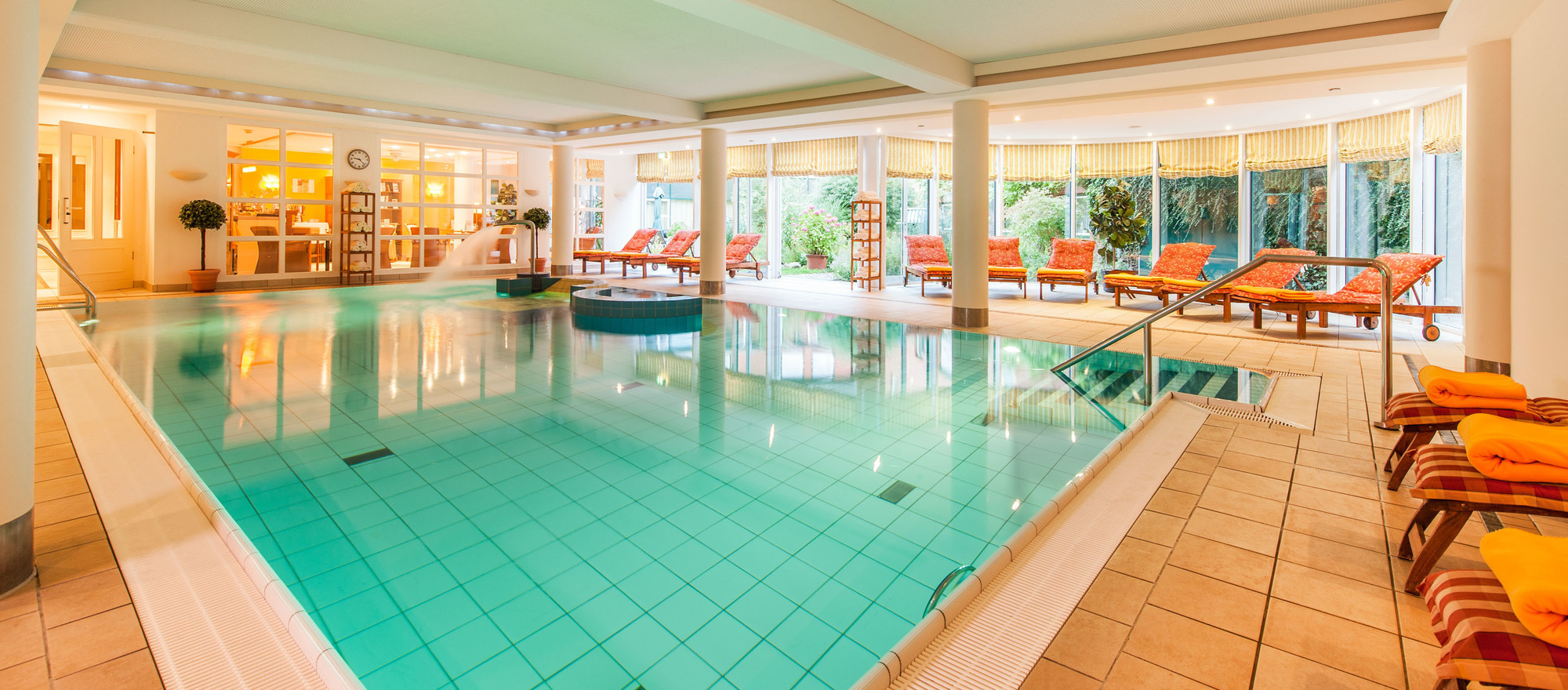 On days where the outside is cold and uncomfortable, the swimming pool's fireplace provides a warm and comforting atmosphere in the 4-star hotel Ringhotel Birke in Kiel
