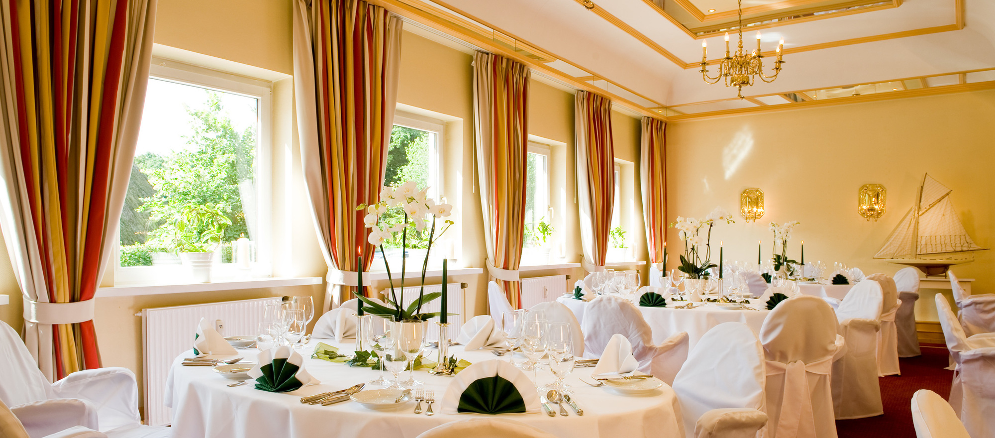 Finely elegant hall with North German ambience in the 4-star hotel Ringhotel Birke in Kiel