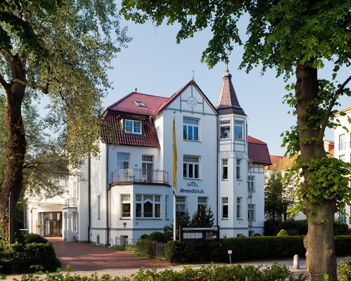 The 4-star-superior hotel Ringhotel Strandblick in Kuehlungsborn is wonderful surrounded by the Mecklenburg bay