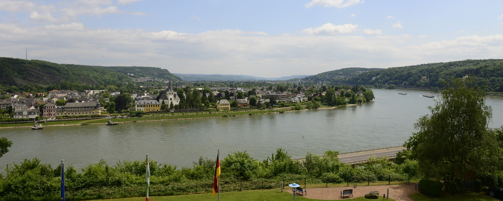 Enjoy hiking or bicycling alongside the majestic river close to the 3-star-superior hotel Ringhotel Haus Oberwinter in Remagen/Bonn
