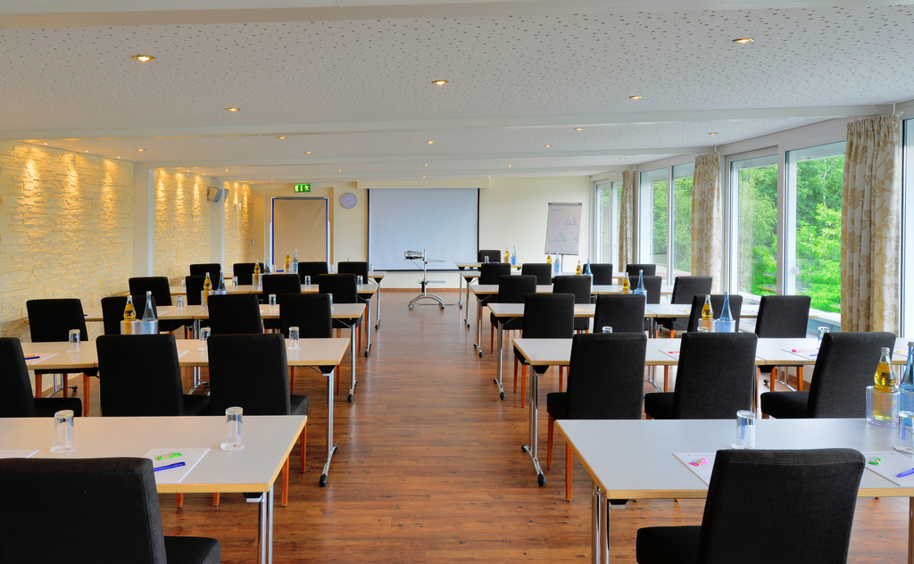 In the conference area of the 3-star-superior hotel Ringhotel Haus Oberwinter in Remagen/Bonn Highspeed WLAN with up to 50 MBits/s