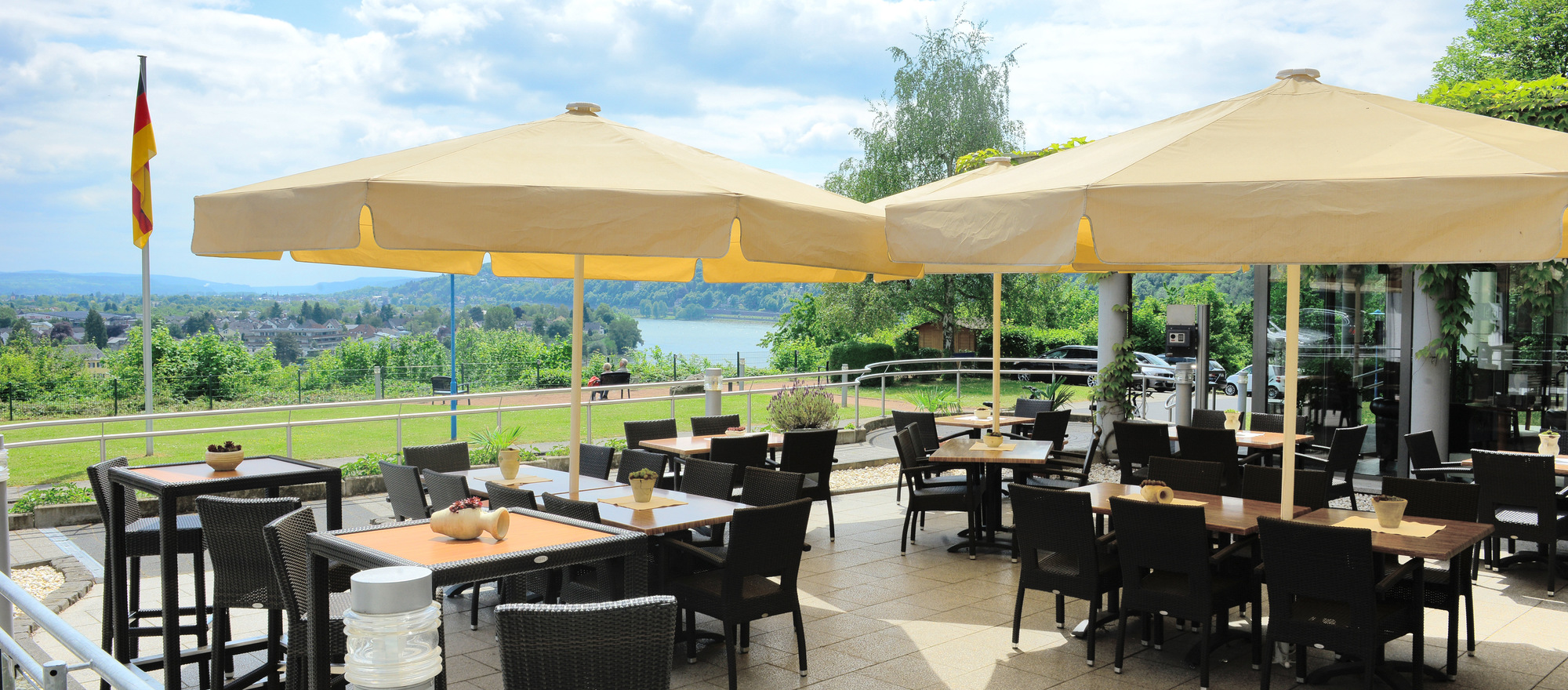 The terrace at the 3-star-superior hotel Ringhotel Haus Oberwinter in Remagen/Bonn is full of atmosphere with a panoramic view