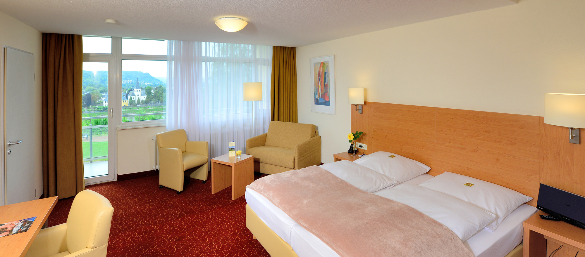 The superior deluxe double rooms are extra spacious and comfortable furnished in the 3-star-superior hotel Ringhotel Haus Oberwinter in Remagen/Bonn