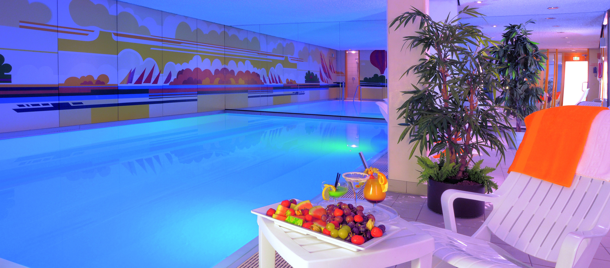 Relax in our small, yet exclusive pool area with Finnish sauna, infrared cabin and steam room shower at the 4-star hotel Ringhotel Loew´s Merkur in Nuremberg