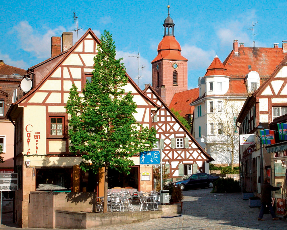 The 3-star-superior hotel Ringhotel Reubel in Nuremberg-Zirndorf is situated in the charming town of Zirndorf, with its beautiful half-timbered houses