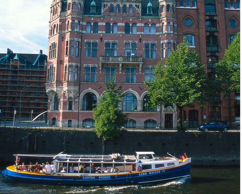Hamburg harbor, Ringhotel Kloevensteen in Hamburg-Schenefeld, 4-star hotel in the metropolitan region Hamburg