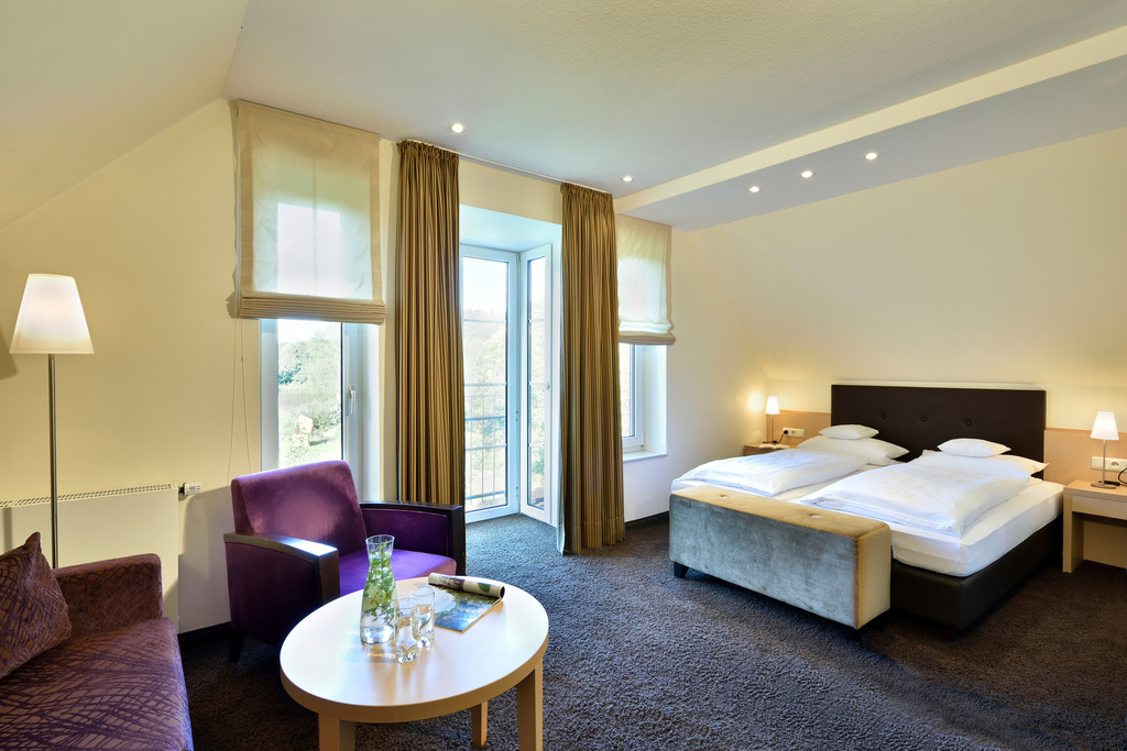 The very spacious and generously appointed deluxe rooms are bright and modern in the Ringhotel Koehlers Forsthaus in Aurich, 4-star-hotel at the North Sea coast
