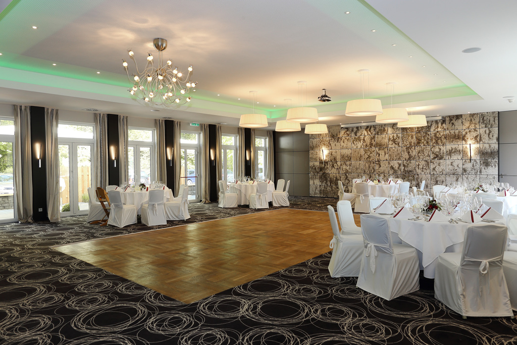 Banquet hall with dance floor at the Ringhotel Koehlers Forsthaus in Aurich, 4-star-hotel at the North Sea coast