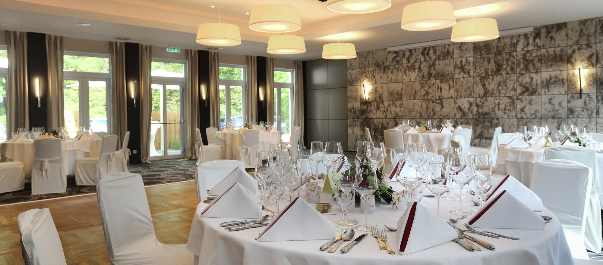 Elegant rooms for ceremonies in the Ringhotel Koehlers Forsthaus in Aurich, 4-star-hotel at the North Sea coast