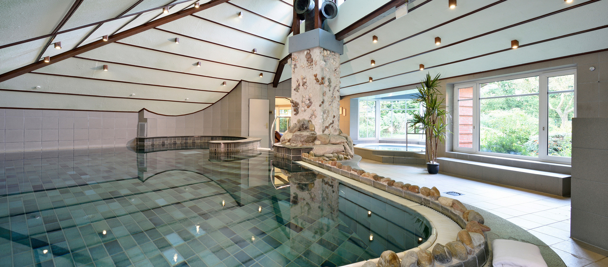Spa swimming pool at the 4-star hotel Ringhotel Koehlers Forsthaus in Aurich