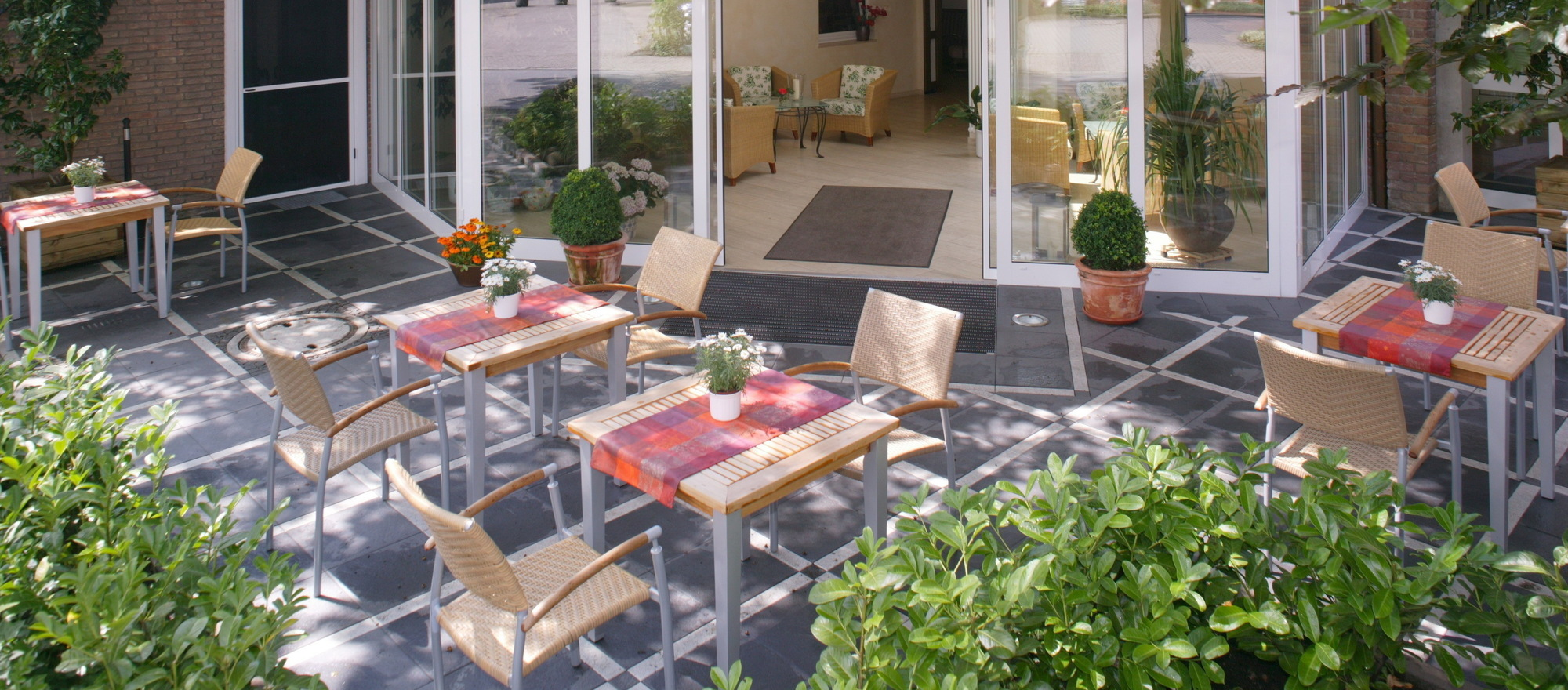 When the weather is nice, you have the option to sit outside on our big patio in the 3-star-superior hotel Ringhotel Paulsen in Zeven